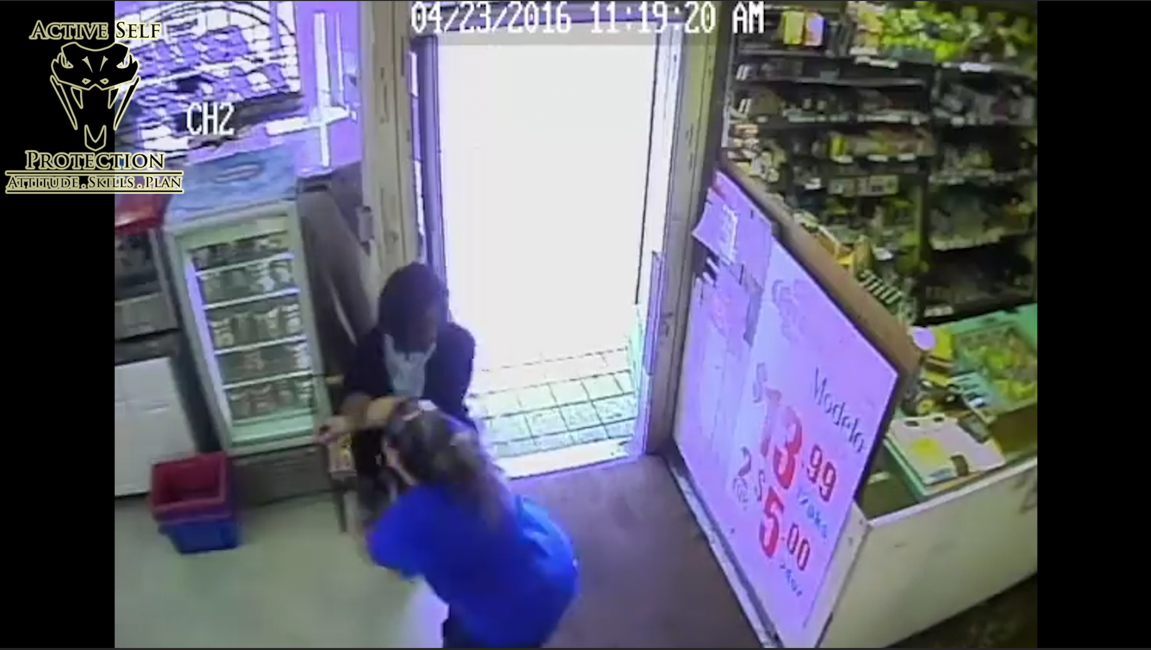 Clerk Successfully Fights Off Armed Robber
